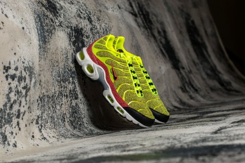 Nike Wmns Air Max Plus SE Volt/ Volt-Black-Hot Punch