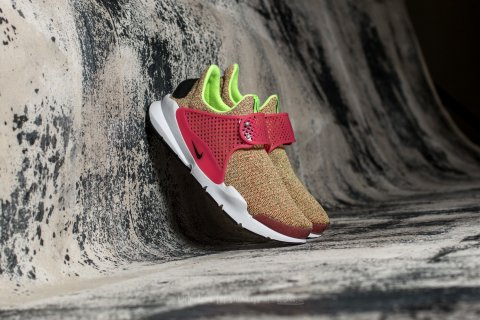 Nike Wmns Sock Dart SE Ghost Green/ Black-Hot Punch